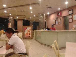 Di dalam restoran.