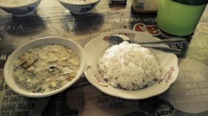 Soto betawi daging dan nasi.