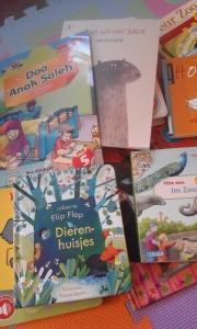 Beberapa koleksi buku Kinan.