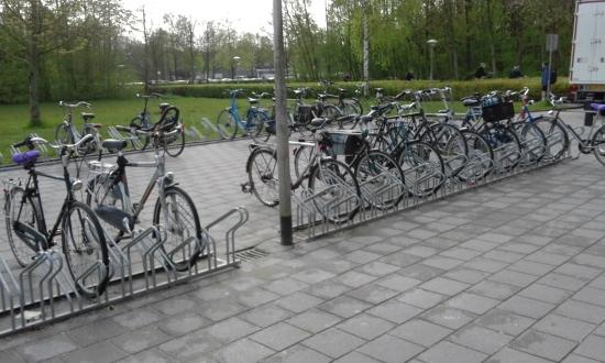 Parkiran sepeda di gedung Nijenborgh